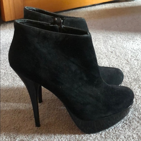 BAMBOO Shoes - Black faux suede platform booties